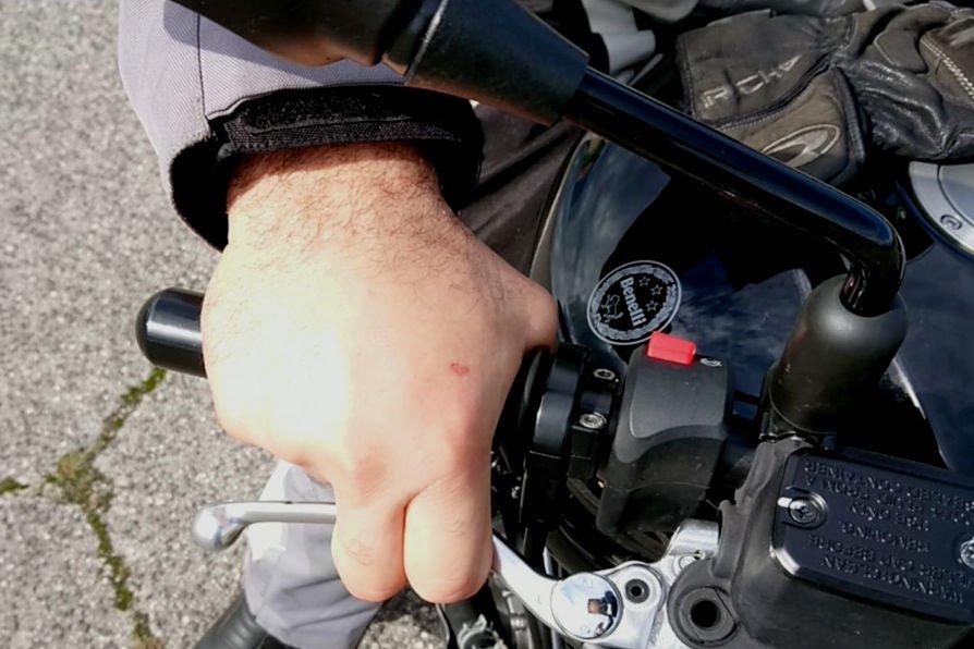 frenata dita sulla leva freno tutorial moto