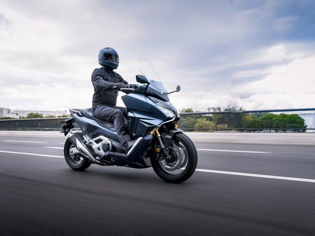 Moto scooter Honda Forza 750 2021