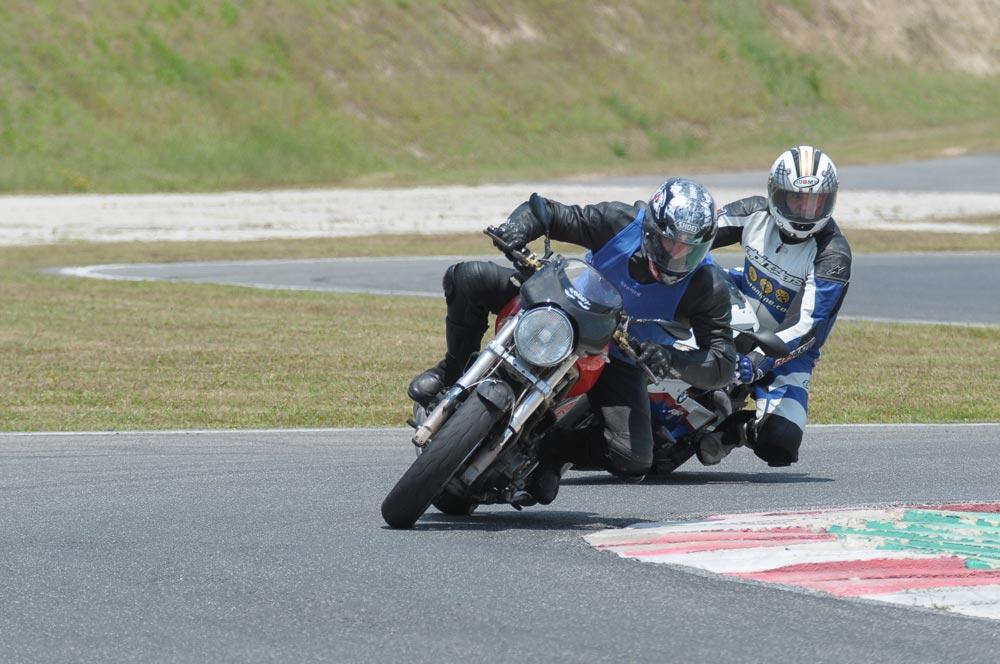 Corso guida moto in pista