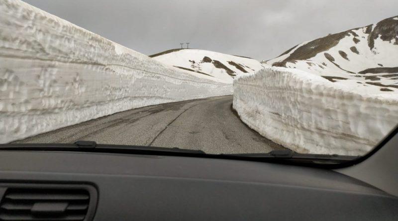 Strada Campo Imperatore con neve