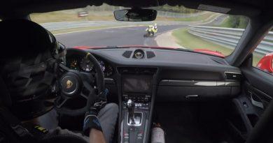 Porsche 911 GT3 Kawasaki ZX10R Nurburgring Nordschleife